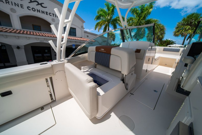Thumbnail 21 for New 2020 Cobia 280 DC Dual Console boat for sale in West Palm Beach, FL