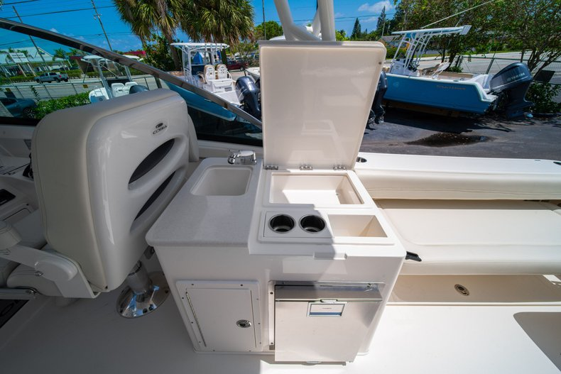 Thumbnail 23 for New 2020 Cobia 280 DC Dual Console boat for sale in West Palm Beach, FL