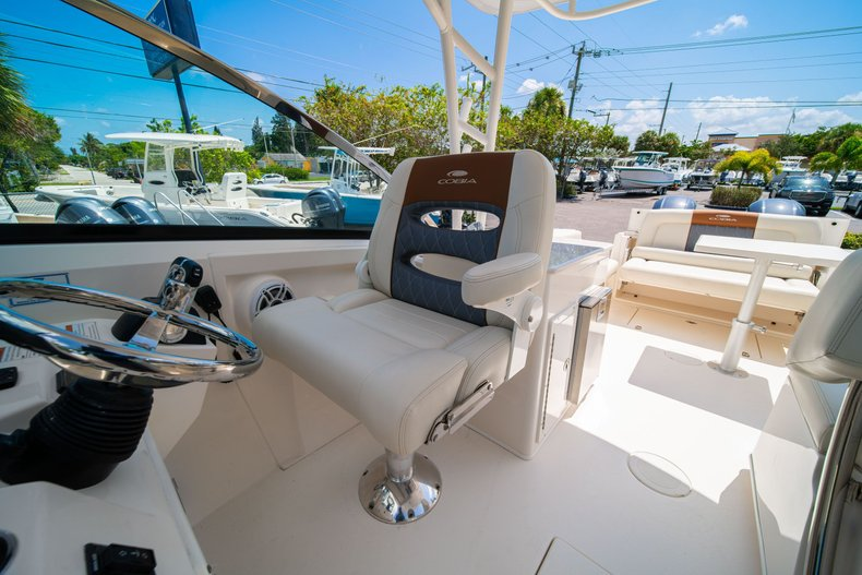 Thumbnail 31 for New 2020 Cobia 280 DC Dual Console boat for sale in West Palm Beach, FL