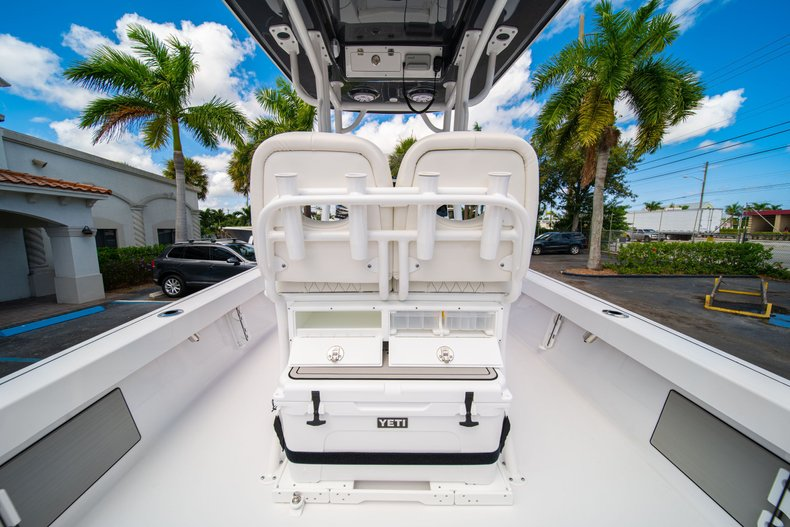 Thumbnail 16 for New 2020 Sportsman Masters 247 Bay Boat boat for sale in West Palm Beach, FL