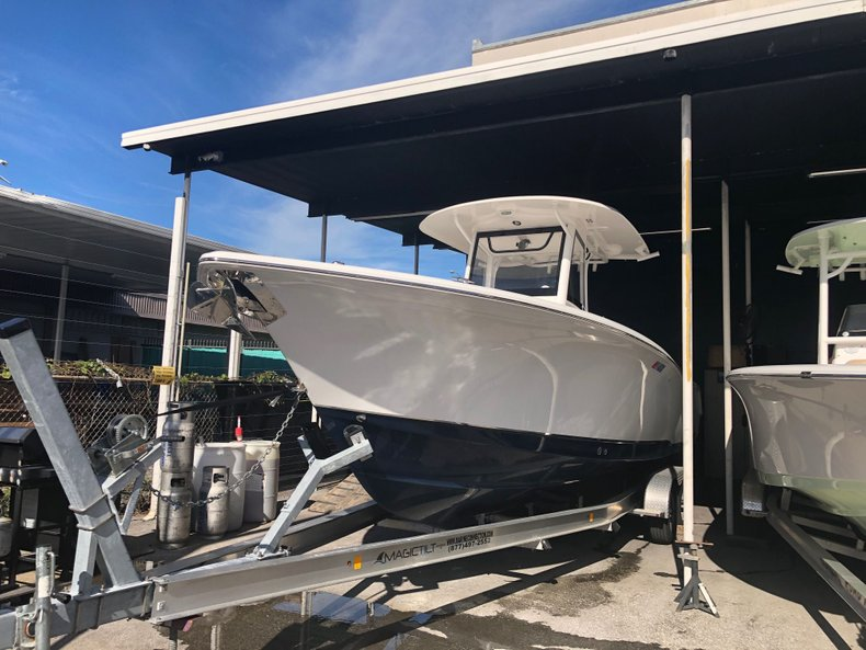 Photo for 2018 Sea Hunt Game Fish 30 Center Console