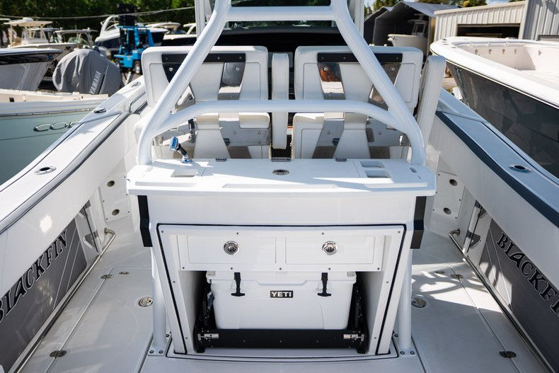 Thumbnail 6 for New 2019 Blackfin 272CC Center Console boat for sale in West Palm Beach, FL