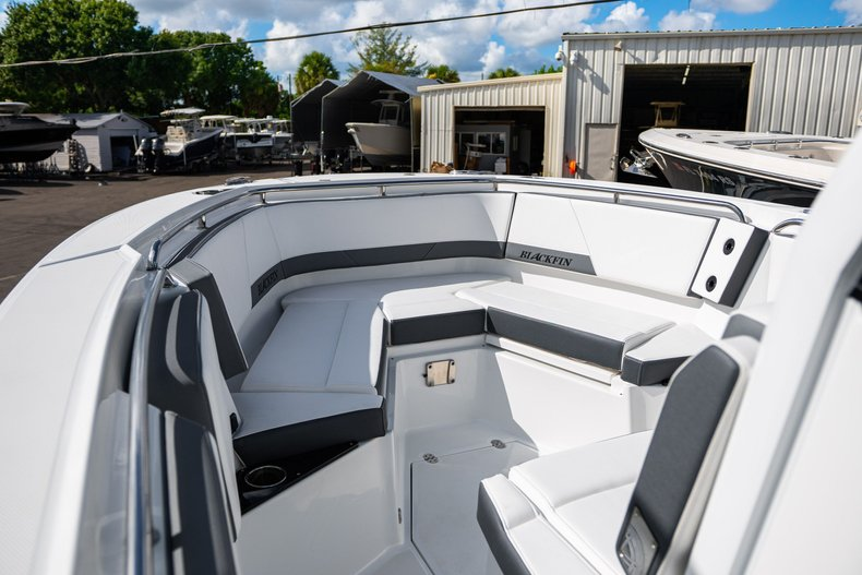 Thumbnail 11 for New 2019 Blackfin 272CC Center Console boat for sale in West Palm Beach, FL