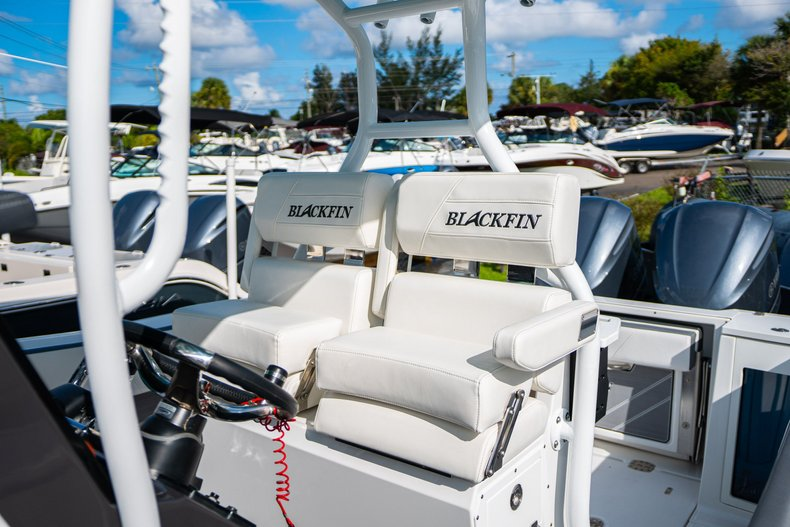 Thumbnail 10 for New 2019 Blackfin 272CC Center Console boat for sale in West Palm Beach, FL