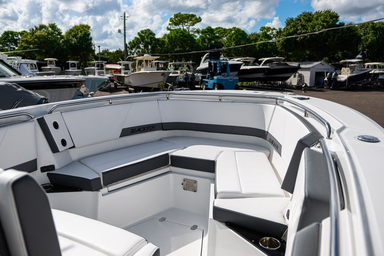Thumbnail 12 for New 2019 Blackfin 272CC Center Console boat for sale in West Palm Beach, FL