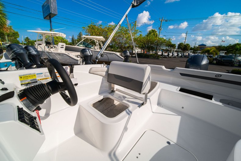 Thumbnail 17 for New 2020 Hurricane SS 185 OB boat for sale in West Palm Beach, FL