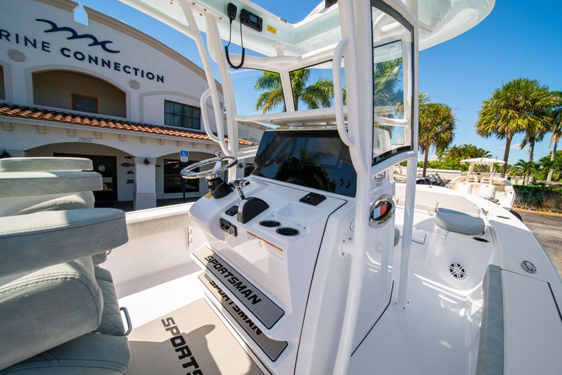 Thumbnail 23 for New 2020 Sportsman Masters 267 Bay Boat boat for sale in West Palm Beach, FL