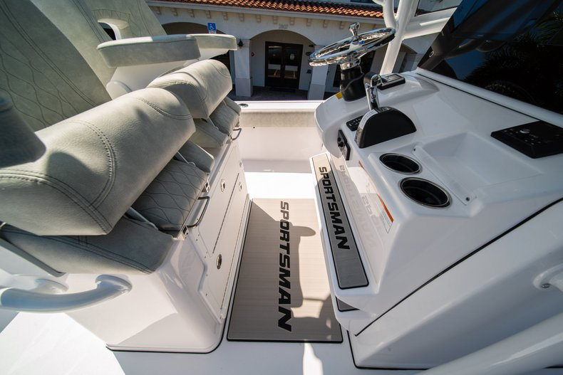 Thumbnail 36 for New 2020 Sportsman Masters 267 Bay Boat boat for sale in West Palm Beach, FL