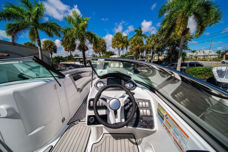 Thumbnail 14 for New 2020 Hurricane SunDeck SD 2400 OB boat for sale in West Palm Beach, FL