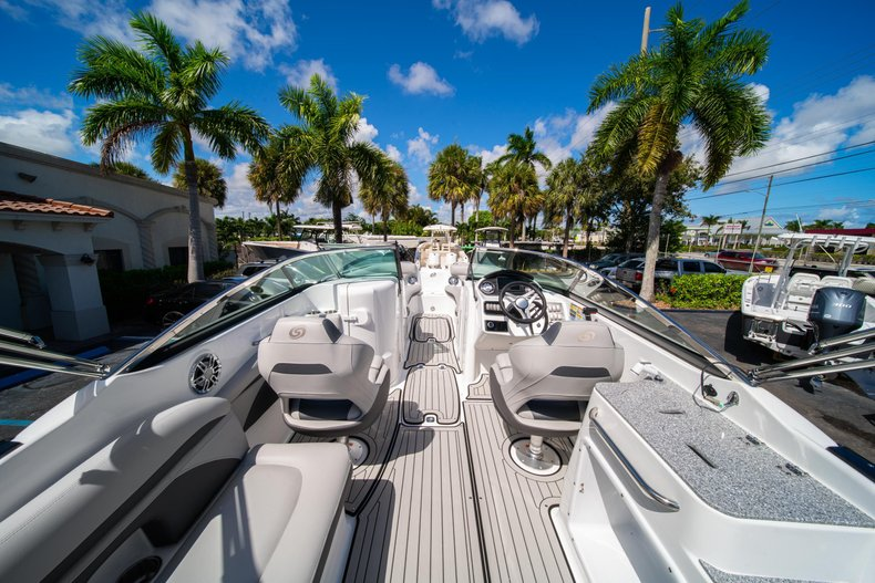 Thumbnail 8 for New 2020 Hurricane SunDeck SD 2400 OB boat for sale in West Palm Beach, FL