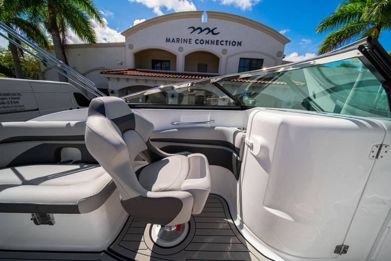 Thumbnail 18 for New 2020 Hurricane SunDeck SD 2400 OB boat for sale in West Palm Beach, FL