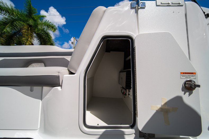 Thumbnail 27 for New 2020 Hurricane SunDeck SD 2400 OB boat for sale in West Palm Beach, FL