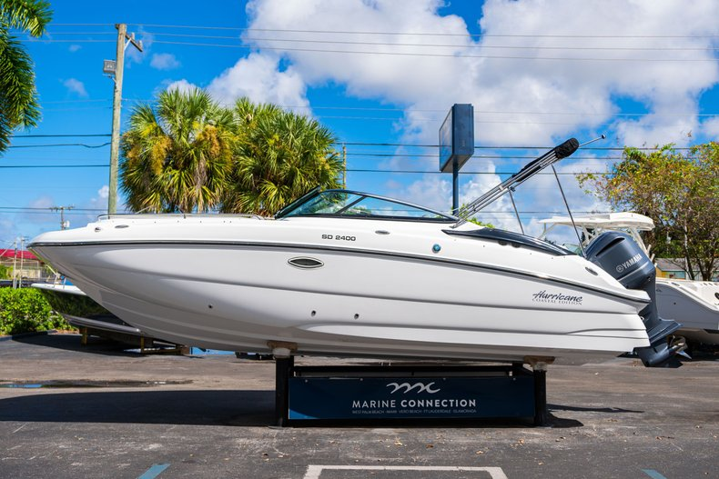 Thumbnail 4 for New 2020 Hurricane SunDeck SD 2400 OB boat for sale in West Palm Beach, FL