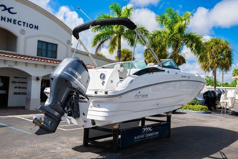 Thumbnail 7 for New 2020 Hurricane SunDeck SD 2400 OB boat for sale in West Palm Beach, FL