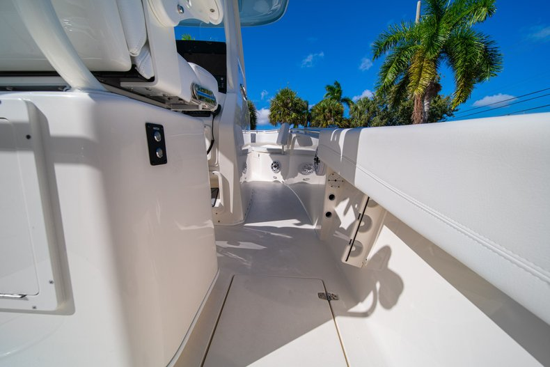 Thumbnail 12 for New 2020 Cobia 262 Center Console boat for sale in West Palm Beach, FL