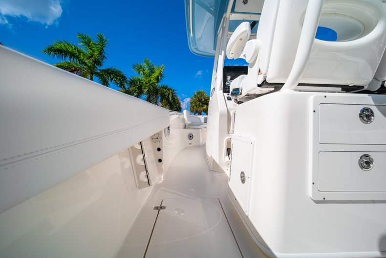 Thumbnail 13 for New 2020 Cobia 262 Center Console boat for sale in West Palm Beach, FL