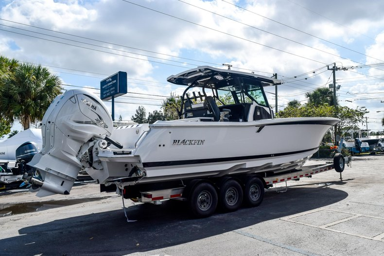 Thumbnail 5 for New 2020 Blackfin 332CC Center Console boat for sale in Fort Lauderdale, FL