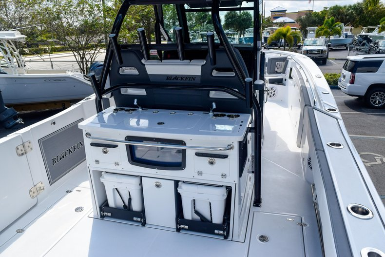 Thumbnail 14 for New 2020 Blackfin 332CC Center Console boat for sale in Fort Lauderdale, FL