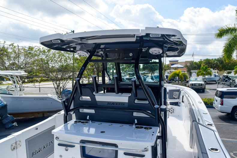 Thumbnail 15 for New 2020 Blackfin 332CC Center Console boat for sale in Fort Lauderdale, FL