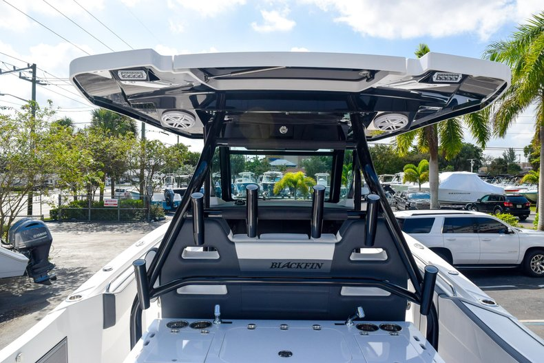Thumbnail 27 for New 2020 Blackfin 332CC Center Console boat for sale in Fort Lauderdale, FL