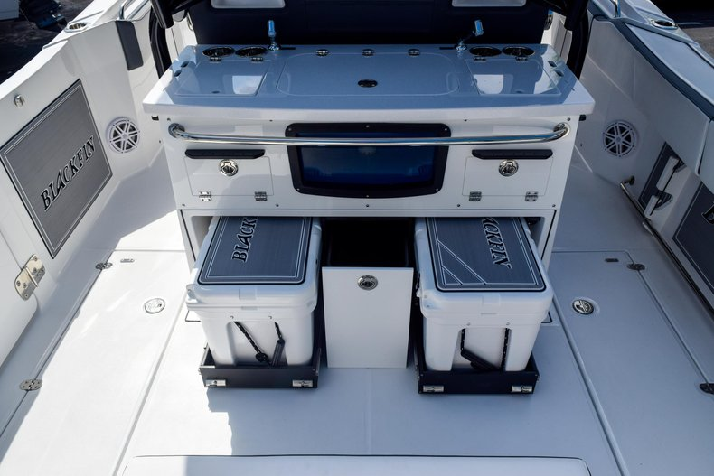 Thumbnail 28 for New 2020 Blackfin 332CC Center Console boat for sale in Fort Lauderdale, FL