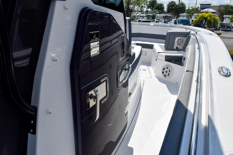Thumbnail 72 for New 2020 Blackfin 332CC Center Console boat for sale in Fort Lauderdale, FL