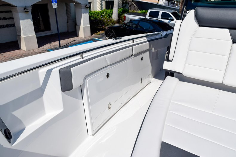Thumbnail 85 for New 2020 Blackfin 332CC Center Console boat for sale in Fort Lauderdale, FL