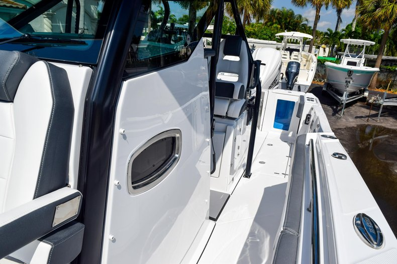 Thumbnail 93 for New 2020 Blackfin 332CC Center Console boat for sale in Fort Lauderdale, FL
