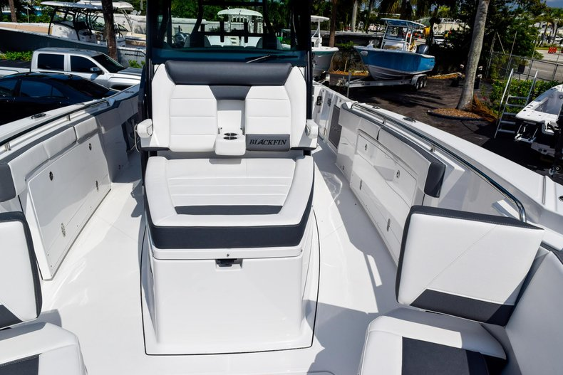 Thumbnail 94 for New 2020 Blackfin 332CC Center Console boat for sale in Fort Lauderdale, FL