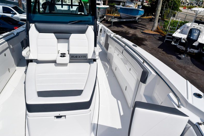 Thumbnail 102 for New 2020 Blackfin 332CC Center Console boat for sale in Fort Lauderdale, FL