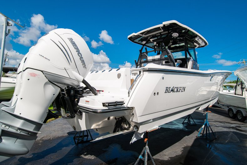 Thumbnail 6 for New 2020 Blackfin 332CC Center Console boat for sale in West Palm Beach, FL
