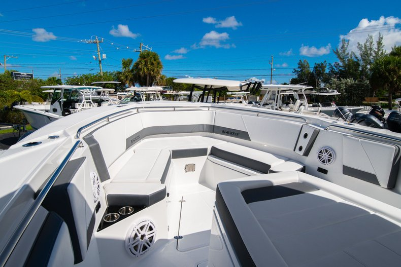 Thumbnail 25 for New 2020 Blackfin 332CC Center Console boat for sale in West Palm Beach, FL