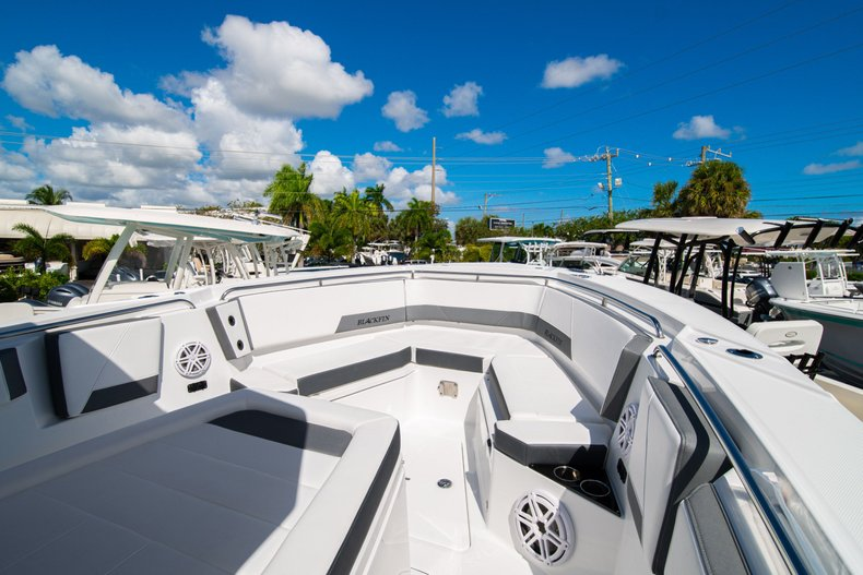 Thumbnail 24 for New 2020 Blackfin 332CC Center Console boat for sale in West Palm Beach, FL