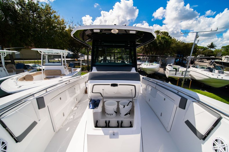 Thumbnail 27 for New 2020 Blackfin 332CC Center Console boat for sale in West Palm Beach, FL