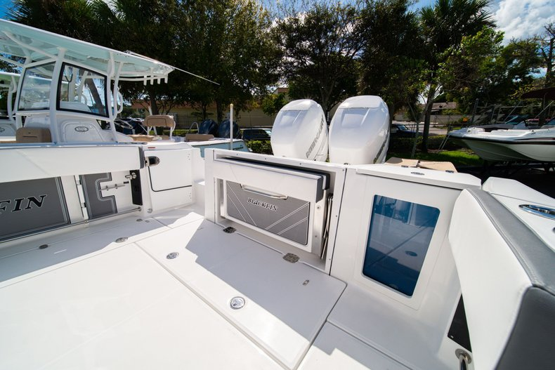 Thumbnail 9 for New 2020 Blackfin 332CC Center Console boat for sale in West Palm Beach, FL
