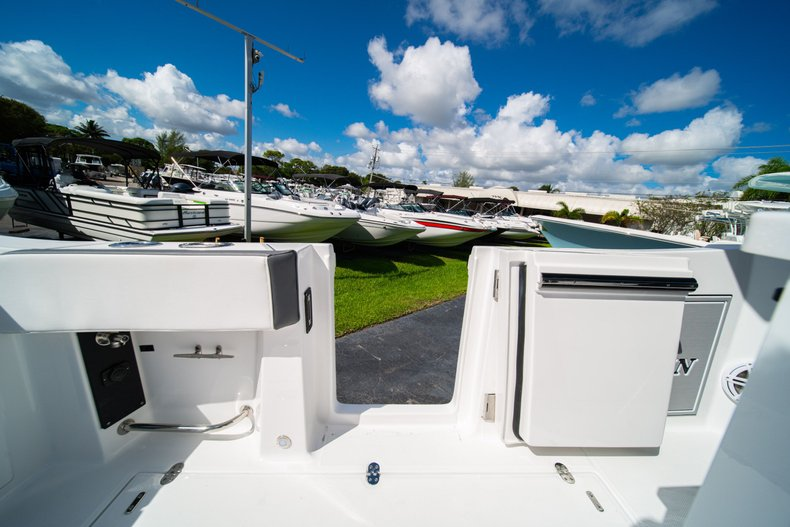 Thumbnail 14 for New 2020 Blackfin 332CC Center Console boat for sale in West Palm Beach, FL