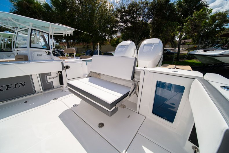 Thumbnail 10 for New 2020 Blackfin 332CC Center Console boat for sale in West Palm Beach, FL
