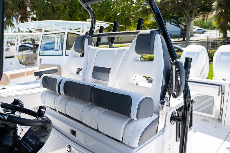 Thumbnail 21 for New 2020 Blackfin 332CC Center Console boat for sale in West Palm Beach, FL