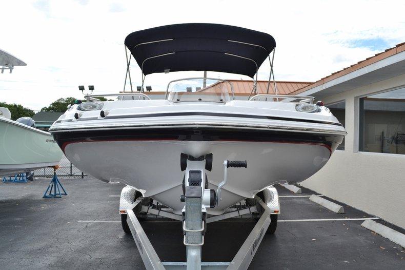 Thumbnail 2 for New 2015 Hurricane SunDeck Sport SS 211 OB boat for sale in Vero Beach, FL
