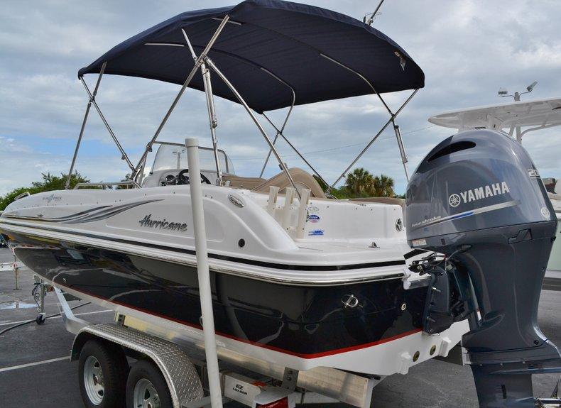 Thumbnail 4 for New 2015 Hurricane SunDeck Sport SS 211 OB boat for sale in Vero Beach, FL