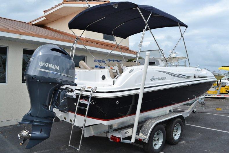 Thumbnail 6 for New 2015 Hurricane SunDeck Sport SS 211 OB boat for sale in Vero Beach, FL