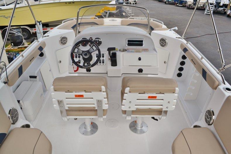 Thumbnail 9 for New 2015 Hurricane SunDeck Sport SS 211 OB boat for sale in Vero Beach, FL