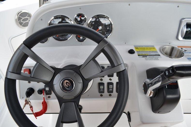 Thumbnail 10 for New 2015 Hurricane SunDeck Sport SS 211 OB boat for sale in Vero Beach, FL