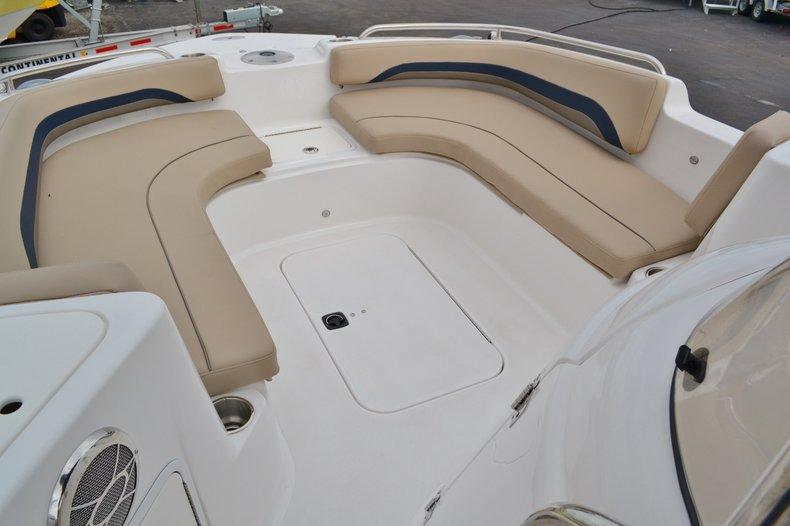 Thumbnail 13 for New 2015 Hurricane SunDeck Sport SS 211 OB boat for sale in Vero Beach, FL