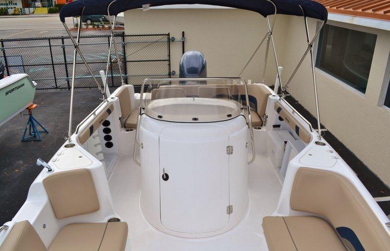 Thumbnail 15 for New 2015 Hurricane SunDeck Sport SS 211 OB boat for sale in Vero Beach, FL