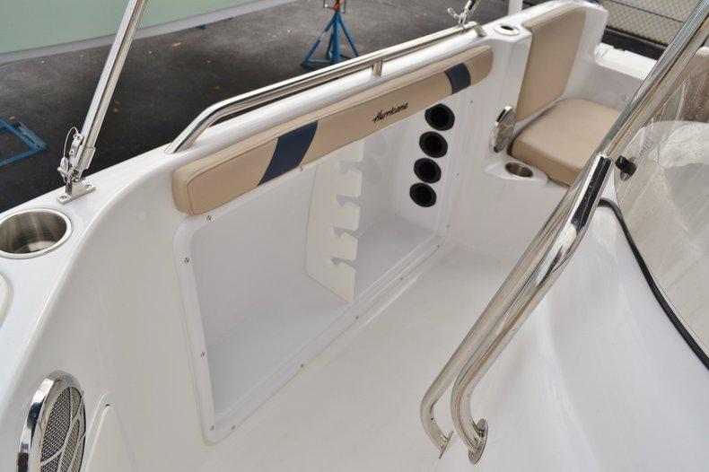 Thumbnail 20 for New 2015 Hurricane SunDeck Sport SS 211 OB boat for sale in Vero Beach, FL