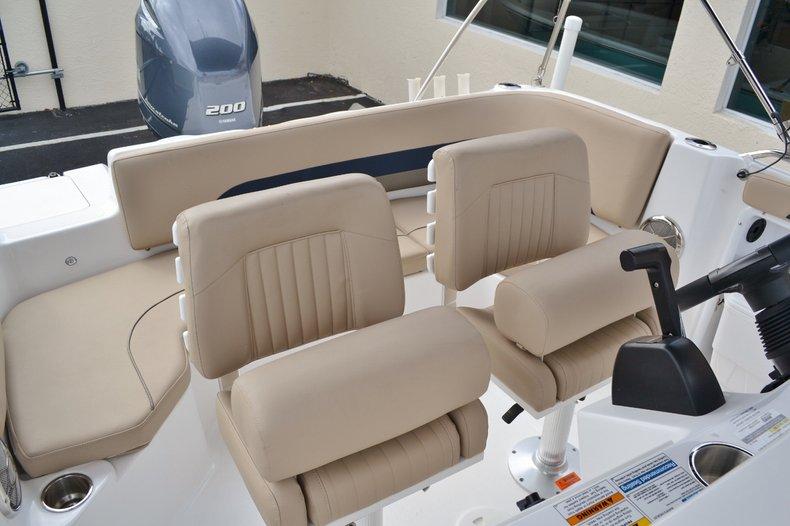 Thumbnail 21 for New 2015 Hurricane SunDeck Sport SS 211 OB boat for sale in Vero Beach, FL