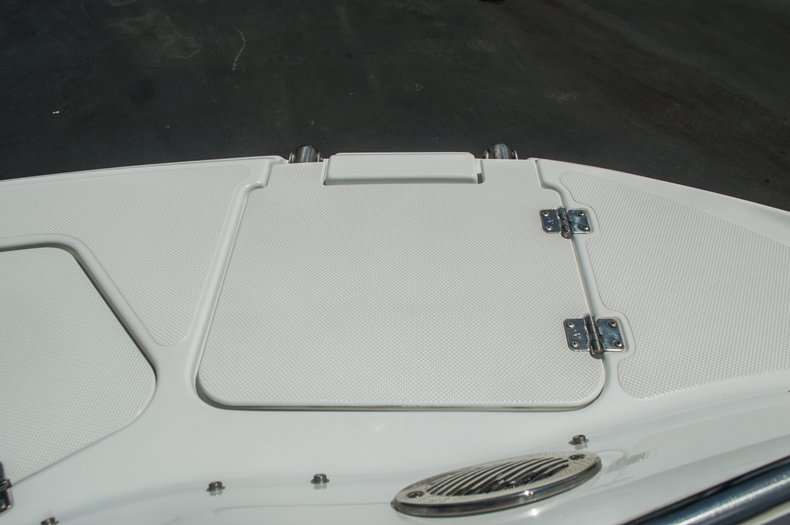 Thumbnail 13 for Used 2013 Hurricane SunDeck SD 2000 OB boat for sale in Vero Beach, FL