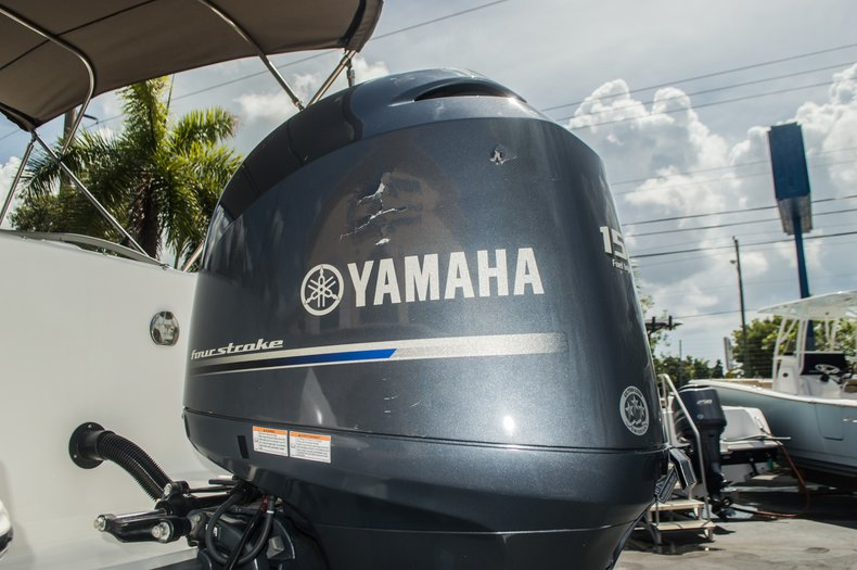Thumbnail 44 for Used 2013 Hurricane SunDeck SD 2000 OB boat for sale in Vero Beach, FL