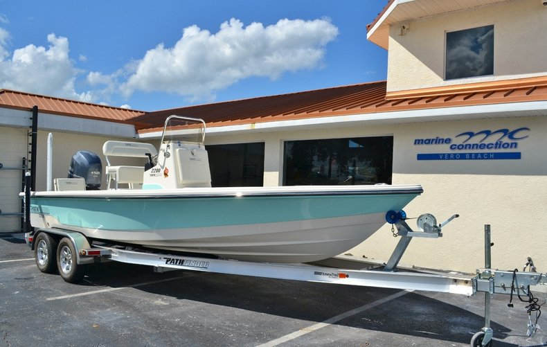 Thumbnail 1 for New 2016 Pathfinder 2200 TRS Bay Boat boat for sale in Vero Beach, FL